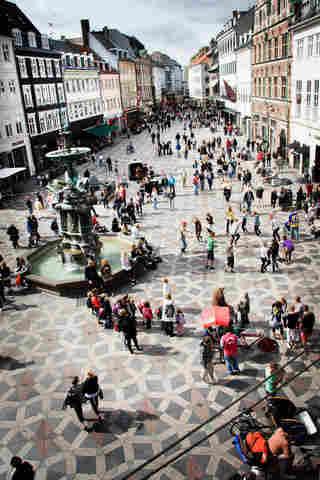 Existem pontos para fotografar a rua Stroget em Copenhague de cima