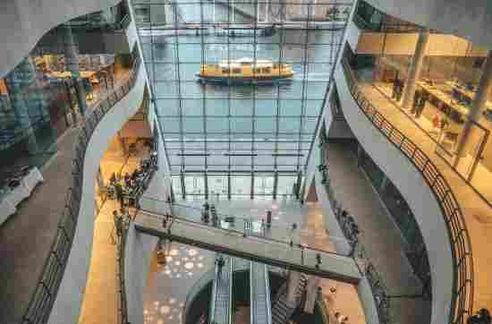 Arquitetura em Copenhague: interior do edifício Black Diamond