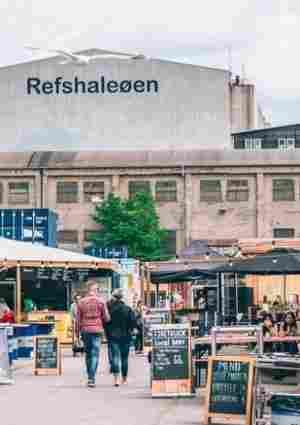 O mercado de rua Reffen em uma área portuária de Copenhague revitalizada
