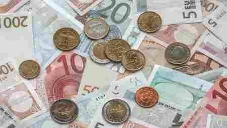 Para saber quanto custa viajar para determinado destino, é importante saber a moeda e o câmbio local