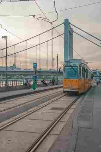 Ponte Elizabeth, vista do trilho de tram