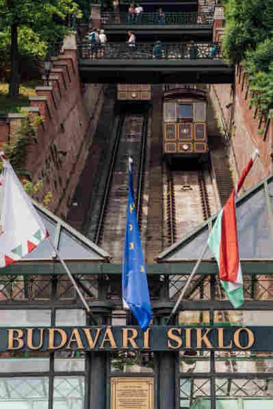 O que fazer em Budapeste: andar no antigo funicular da colina da Buda