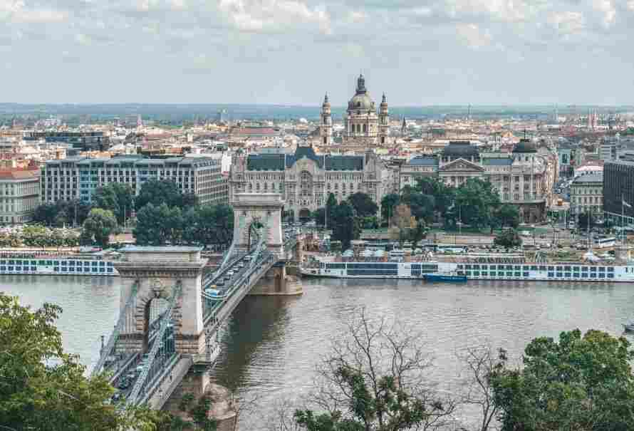 Széchenyi Chain Bridge vista do alto da colina de Buda