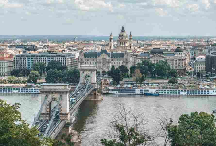 Széchenyi Chain Bridge vista do alto da colina de Buda