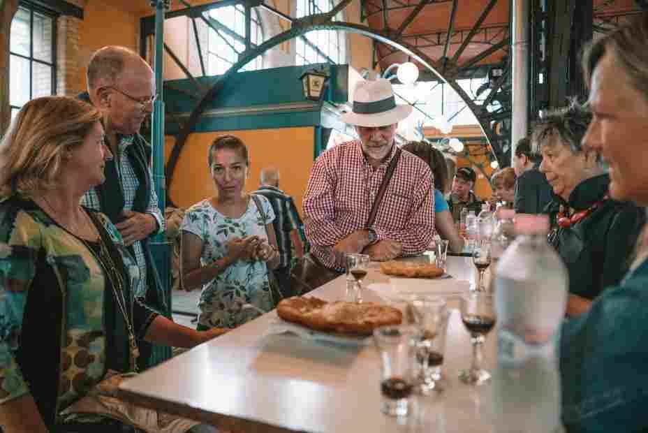 O que fazer em Budapeste: tour gastronômico no Great Market Hall