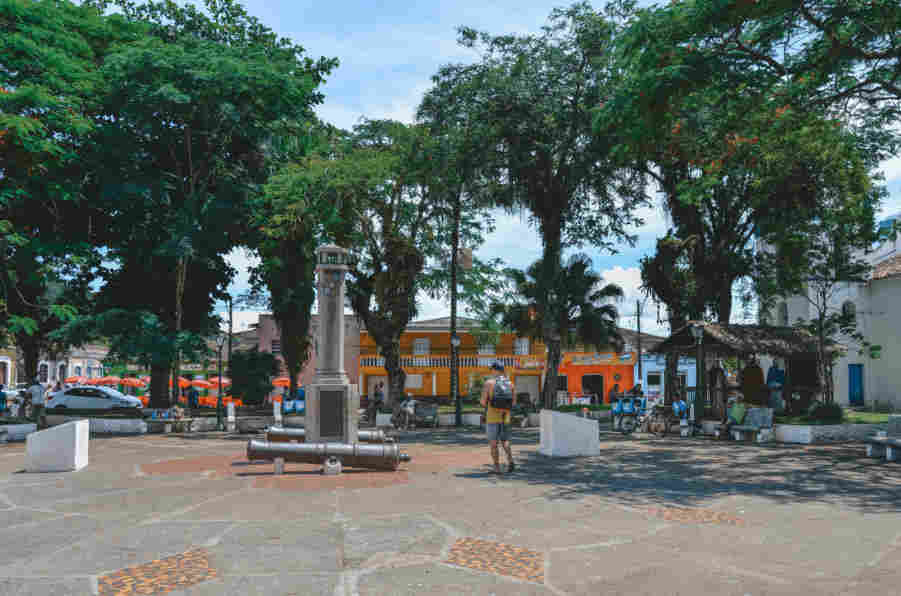 Praça do centro de Cananéia, uma das atrações da cidade.