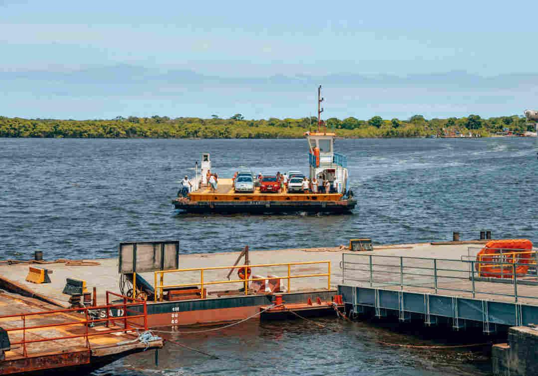 Balsa do Mar Pequeno. Importante meio de transporte em Cananéia.