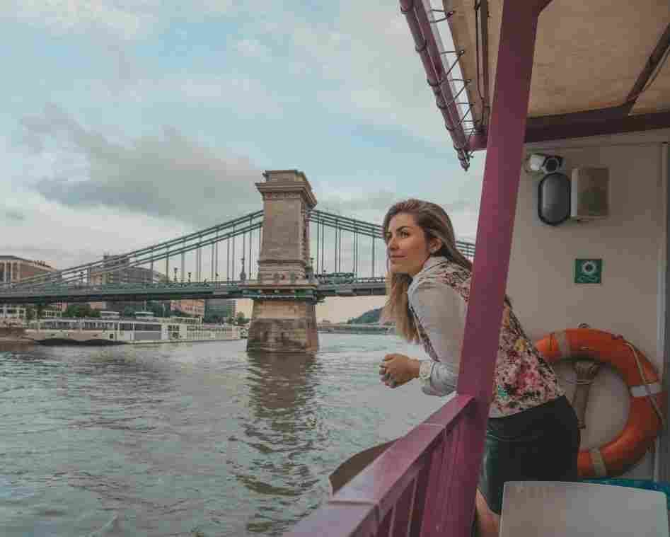 O que fazer em Budapeste: passear de barco pelo Danúbio