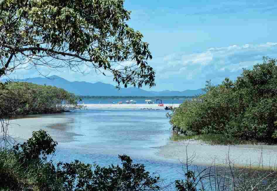 Braço de mar que corte da Ilha do Cardoso