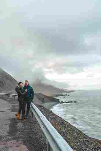 Ju e Dani na beira da estrada