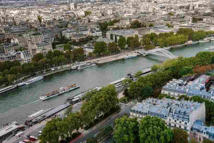 Rio Sena, próximo a Torre Eiffel