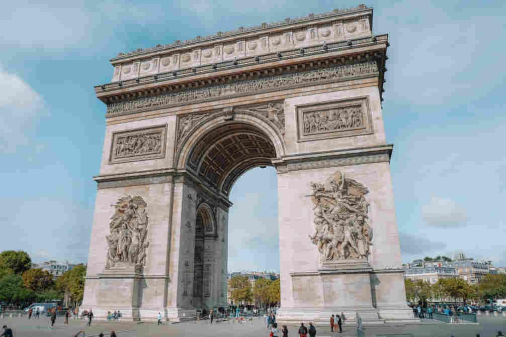 Arco do Triunfo, ao fundo da Champs Elysées