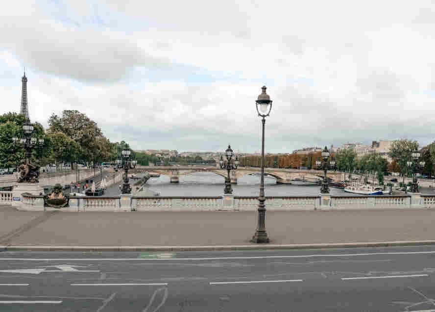 Charmosa ponte Alexandre III, em Paris.