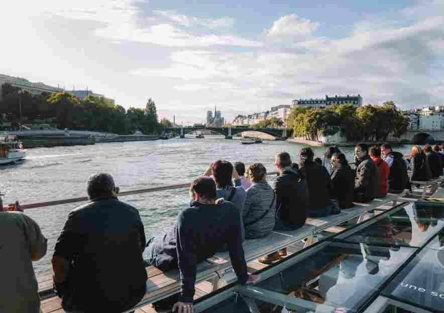 Passeio de barco no Sena, atração imperdível de Paris