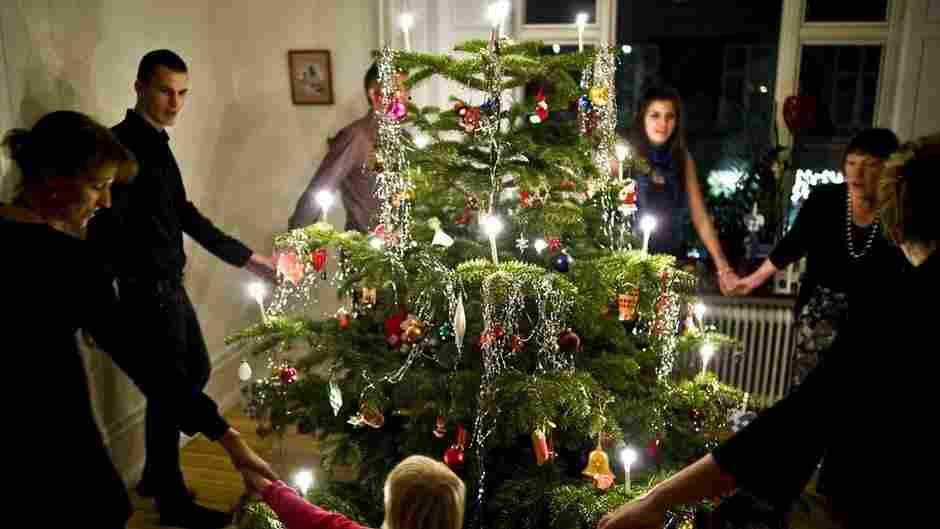 Natal na Dinamarca: ritual de dança ao redor da árvore
