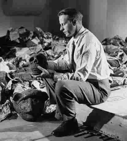 Thor Heyerdahl sentado