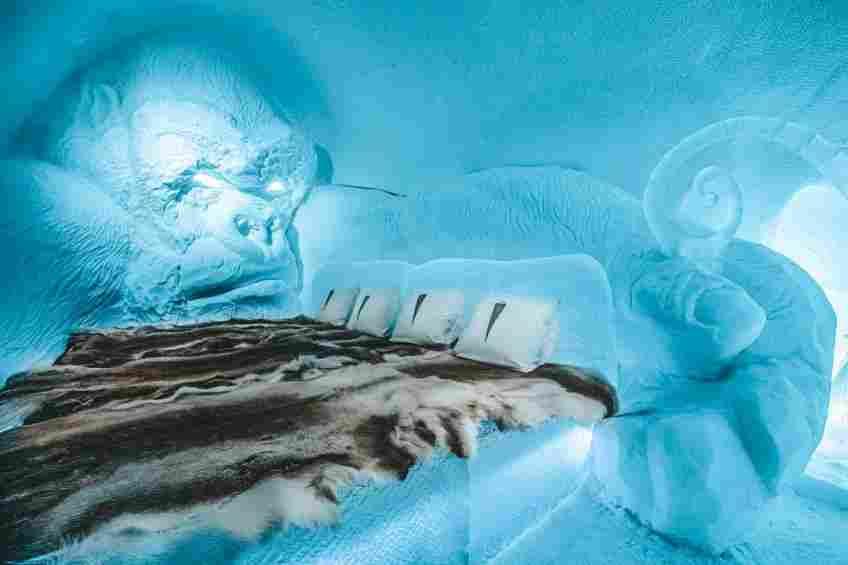 Um dos quartos do Ice hotel, feito por escultores famosos.