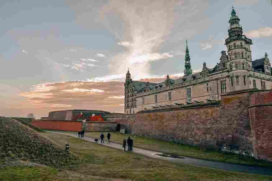 O Castelo de Kronborg é um dos passeios bate-volta mais tradicionais de Copenhague
