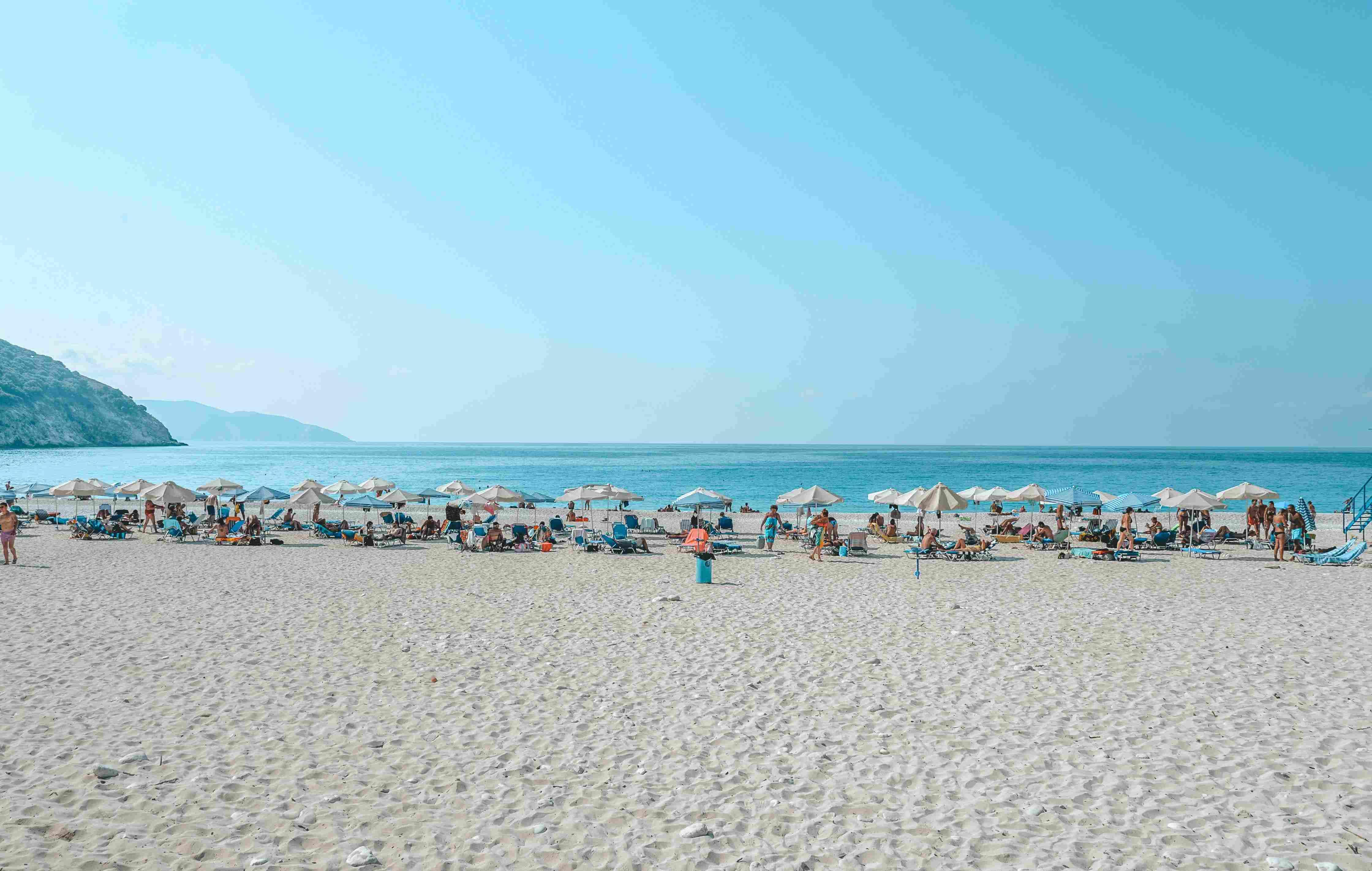 Praia na ilha de Cefalônia, na Grécia