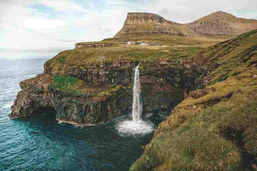 Foto de cachoeira, nas ilhas faroe