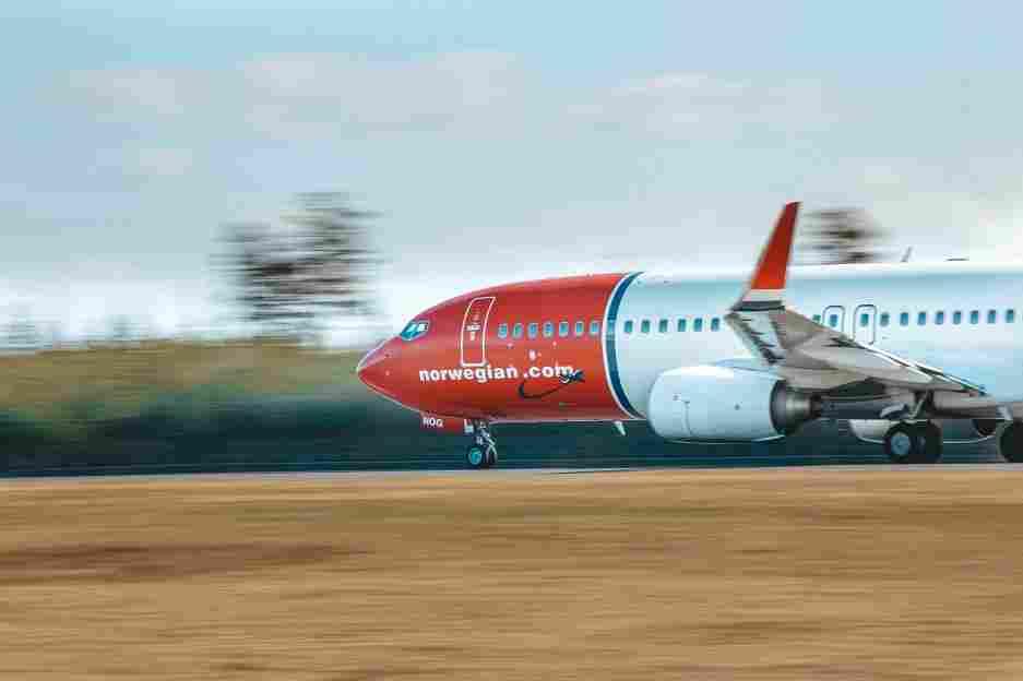 Decolage da aeronave da Norwegian, uma das principais companhias aéreas low cost da Europa