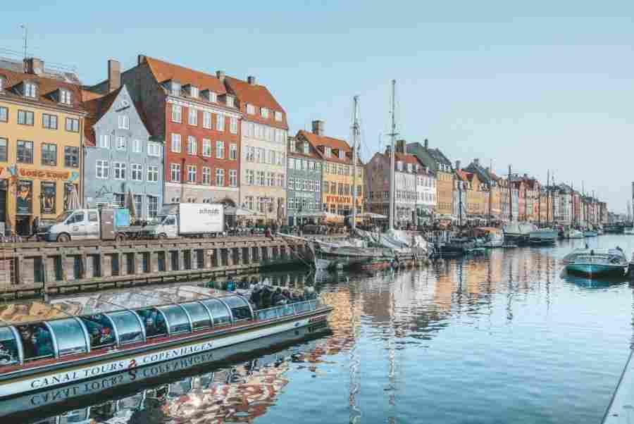 O canal de Nyhavn é um dos lugares mais conhecidos para fotografar Copenhague