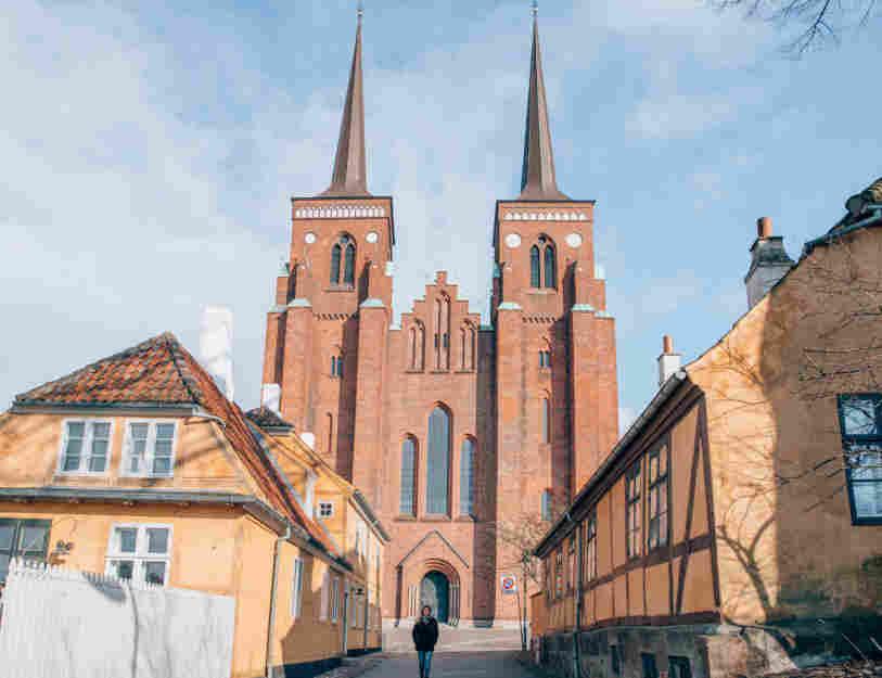 Catedral de Roskilde, um dos destaques dos passeios bate-volta de Copenhague