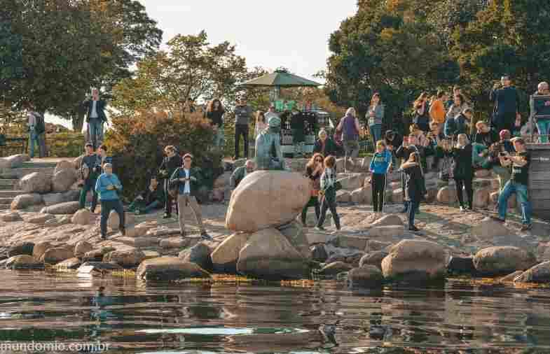 O que fazer em Copenhague: tirar foto da icônica estátua da Pequena Sereia