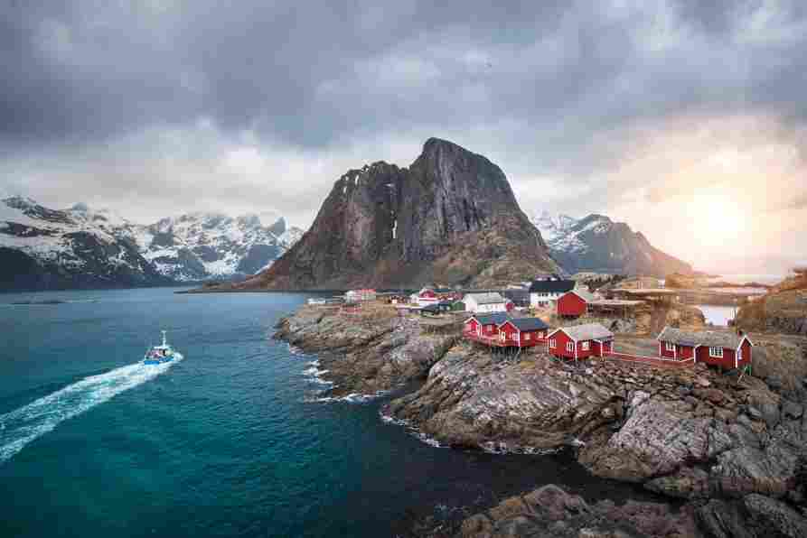 Visual panorâmico das Ilhas Lofoten, Noruega.