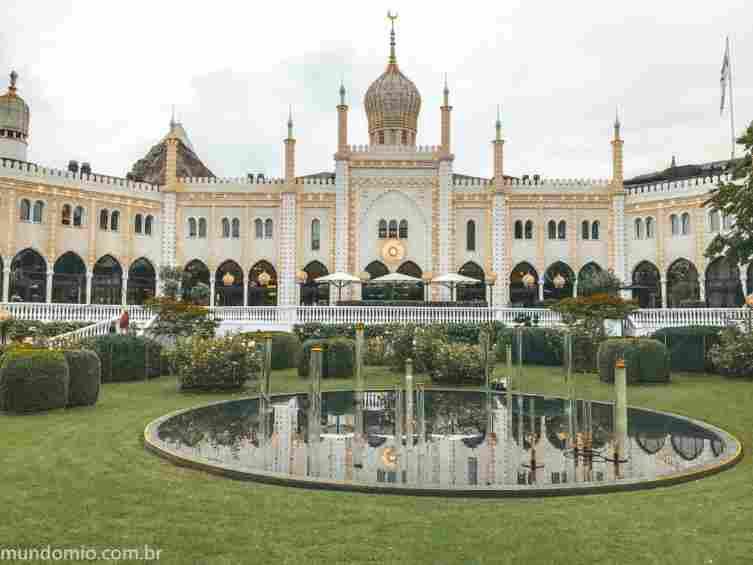 A arquitetura de inspiração mourisca do Nimb Hotel, no Parque Tivoli