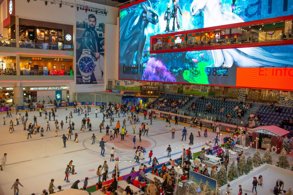 pista de patinacao dentro do Dubai Mall