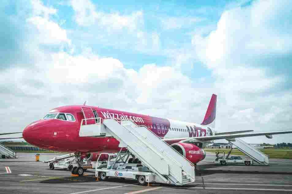 Embarque na WizzAir, uma das principais companhias aéreas low cost da Europa